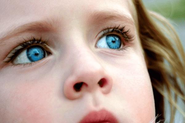 Уход за глазами с помощью эфирных масел